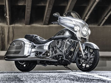Indian Chieftain Image by 2018 Indian Chieftain Elite Bagger In Black Silver
