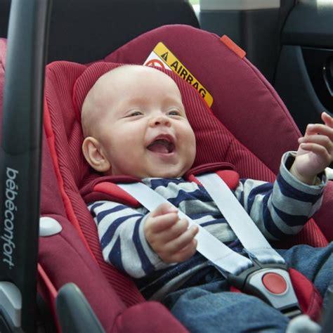siege auto pour bebe 2 ans voyager en voiture avec bébé sièges auto isofix au banc