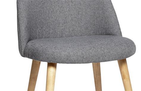 nettoyer des chaises en tissu chaise scandinave en tissu gris pièce à vivre