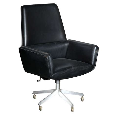 Leather Swivel Chair At 1stdibs by Black Leather Swivel Desk Chair By Finn Juhl At 1stdibs