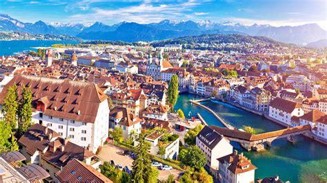 Richtung süden liegt italien und im westen frankreich. BMI Schweiz - Steil- und Flachdachsysteme