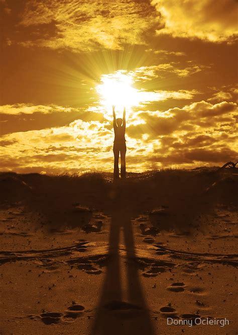 woman holding  sun   hands  donny