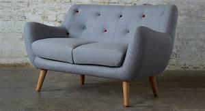 Couch Für Kleine Räume : ein kleines sofa f r eine kleine wohnung ~ Sanjose-hotels-ca.com Haus und Dekorationen