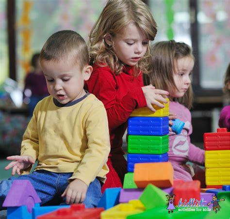 what to look for in a preschool kidlist activities for 720 | Preschoolers Playing Blocks