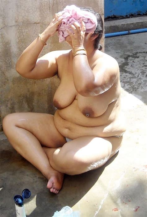 Indian Hairy Armpits : Old Indian Aunty Nude Bathing