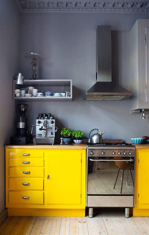 cuisine jaune une cuisine au look étonnant frenchy fancy