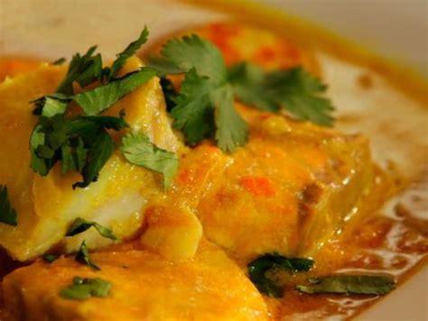cuisiner avec du curcuma recette fricassée de cabillaud et de saumon de norvège