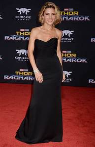 Elsa Bettwäsche 100x135 : elsa pataky at the thor ragnarok premiere in los angeles ~ A.2002-acura-tl-radio.info Haus und Dekorationen
