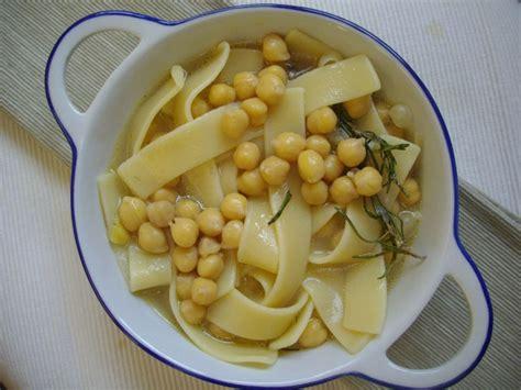 cuisine italienne pates lagane aux pois chiches recette de pâtes de la cuisine italienne