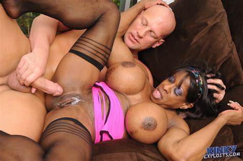 Gilf Bodybuilder Yvette Bova Gets Fucked Pichunter