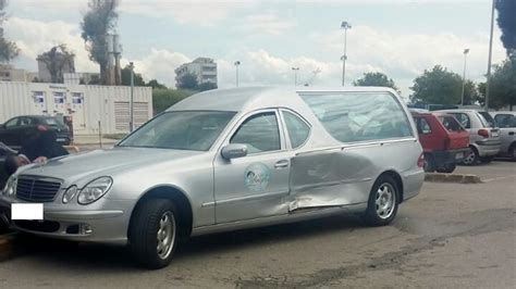 prot e si e auto b carro funebre travolto da un 39 auto vicino alla