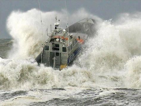 Lobster Boat In Rough Seas by Ship In Rough Sea B Ships In Heavy Sea Pinterest