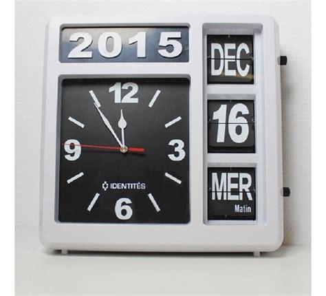 horloge calendrier grand chiffres horloge calendrier avec date jour et heure classic 2
