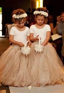 Couronne De Fleurs Mariage Petite Fille : filles d 39 honneur avec couronnes de fleurs ~ Dallasstarsshop.com Idées de Décoration