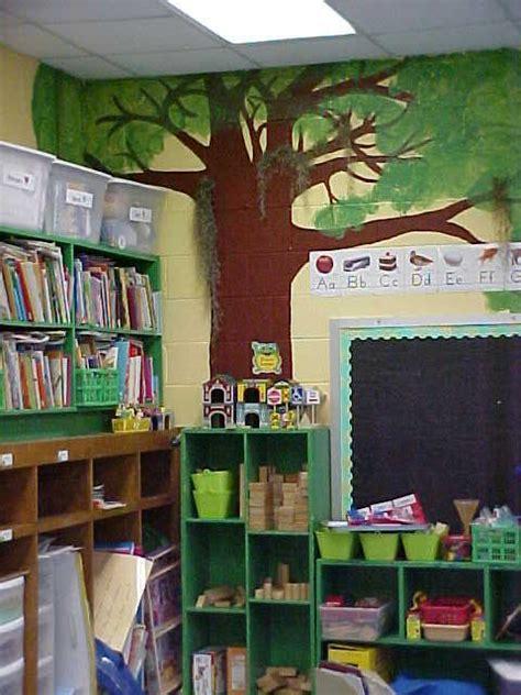 swamp theme classroom live oak with moss 883 | 95ba28f19d32bf68fad1e98eb021363b