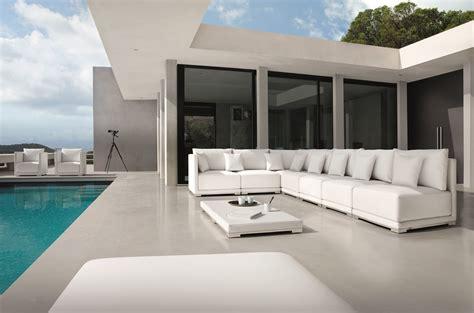 manutti outdoor furniture comes to miromar design center
