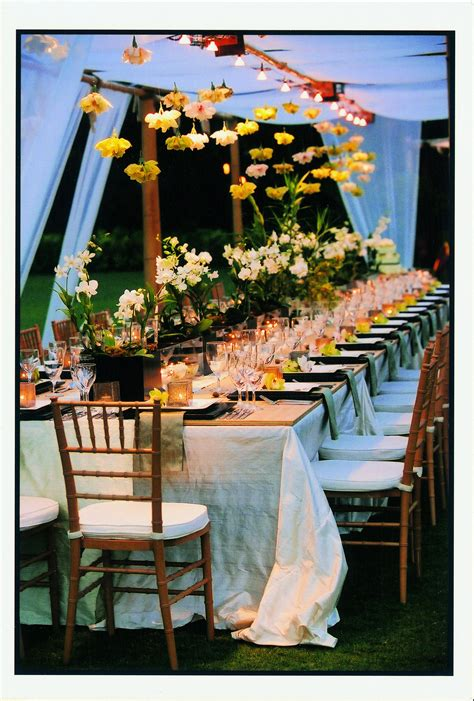 13 Photos That Prove You Need Hanging Centrepieces At Your