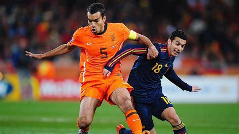 Giovanni van Bronckhorst signs deal to coach Feyenoord
