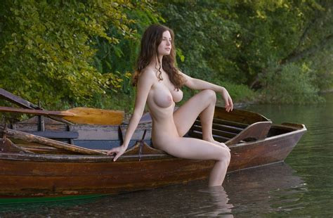 busty shaved totally shaved nude brunette babe susann with