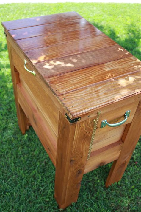 outdoor wooden cooler    home projects