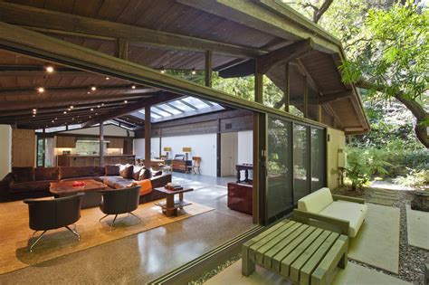 ed o neill cars actress tori spelling ready to give up encino home world
