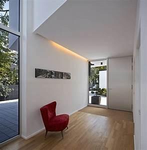 Lampe Langer Flur : eingangsbereich mit galerie moderner flur diele ~ Michelbontemps.com Haus und Dekorationen