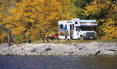 Cruise Canada Large C30 RV Hire   CanadianAffair.com