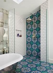 salle de bains avec carreaux de ciment cote maison With carreaux de ciment douche