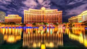 Las Vegas Bellagio Luxury Hotel And Casino Reflection In ...