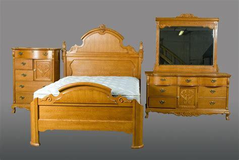 (4) Piece Lexington Bedroom Furniture Set