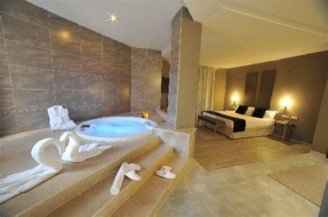 picture of hotel luve san antonio de benageber