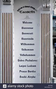 Der Irland Shop : willkommen sie in zw lf sprachen auf einer s ule an der t r zum schatztruhe shop in galway ~ Orissabook.com Haus und Dekorationen