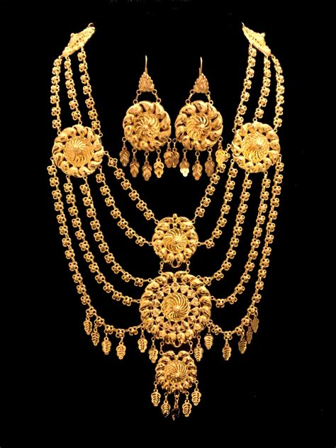 Luxury Necklace Set In Gold