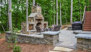 Paver patio designs with fireplace for Paver patio designs with fireplace