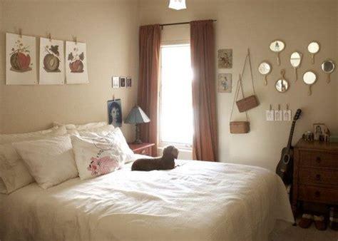 wall art bedroom ideas  young women design room