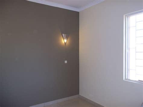 quel mur peindre dans une chambre deco salon noir blanc 13 indogate peinture gris taupe
