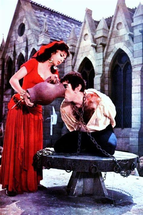 quand la belle gina lollobrigida incarne esmeralda dans