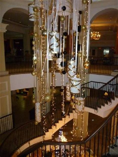 christmas decorations   main staircase picture
