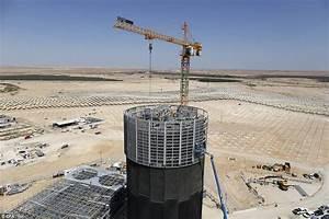 Ashalim solar power station projects sunlight onto world's ...