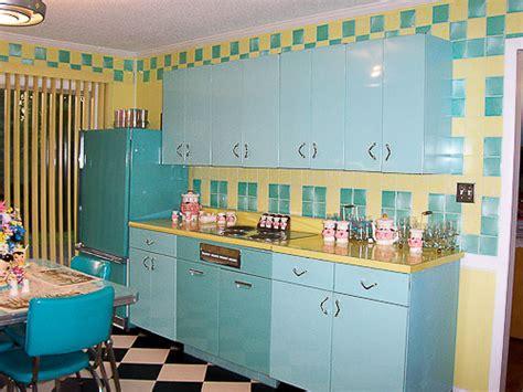 loris pink blue  yellow retro kitchen   lot