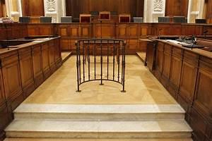 lyon appele comme temoin il se presente au tribunal avec With parquet tribunal