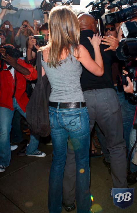 Celebs In Denim Jennifer Aniston In Generra Jeans