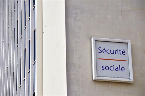 bureau securité sociale le trou de la sécu se comble un peu la croix