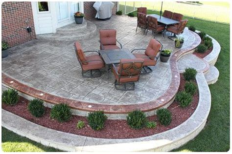 raised concrete patio cost 25 best raised patio ideas on retaining wall