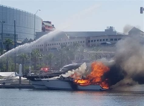 Air Boat Charleston Sc by Sinks One Boat Damages Another At Charleston Marina