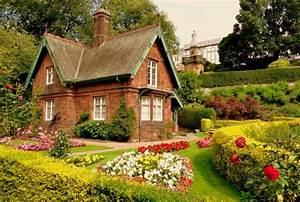 Beautiful House Will Look Prettier With Grande Garden Idea ...