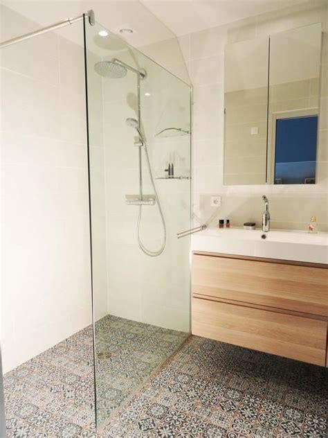 cuisine moderne ilot 1000 idées à propos de petites salles de bain sur