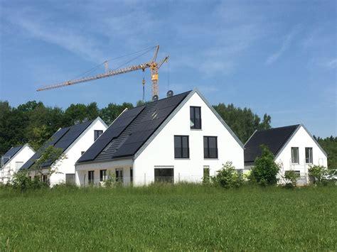 Erste Effizienzhaus Plus Siedlung Deutschlands by Erste Effizienzhaus Plus Siedlung Er 246 Ffnet