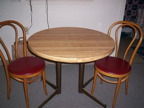 Small Round Kitchen Table And Chairs Marceladickcom