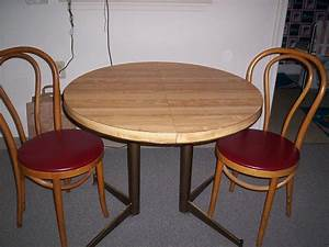 Kleiner Tisch Küche : kleiner runder tisch und st hlen kleine k che runden esstisch und einer kleinen k che st hle ~ Orissabook.com Haus und Dekorationen